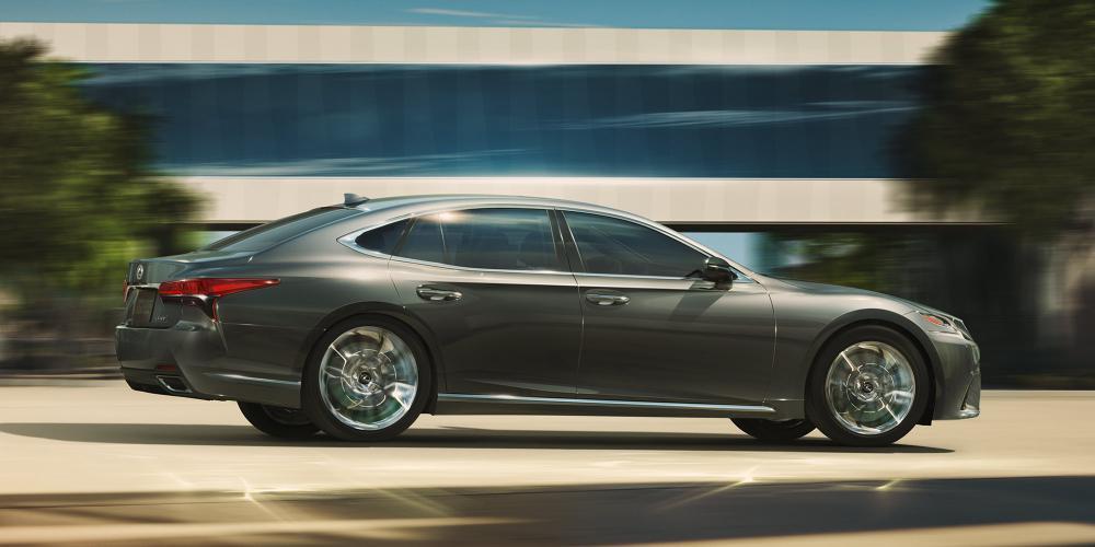 Lexus-200b-gallery-desktop-2000x1000-LEX-LSG-MY18-0003.jpg