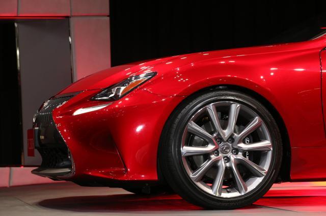 2015-Lexus-RC300h-wheels.jpg