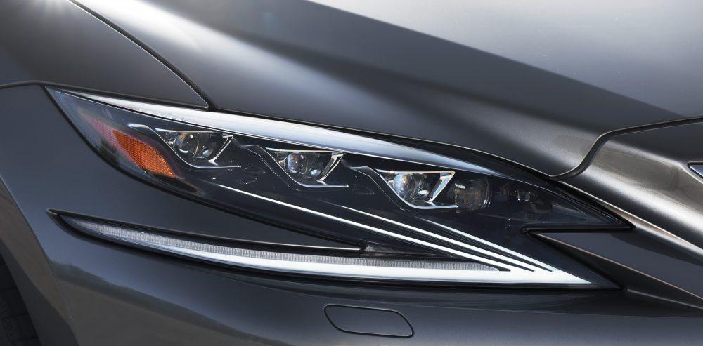 302_Lexus_LS500h_Manganese_detail-1000x493.jpg