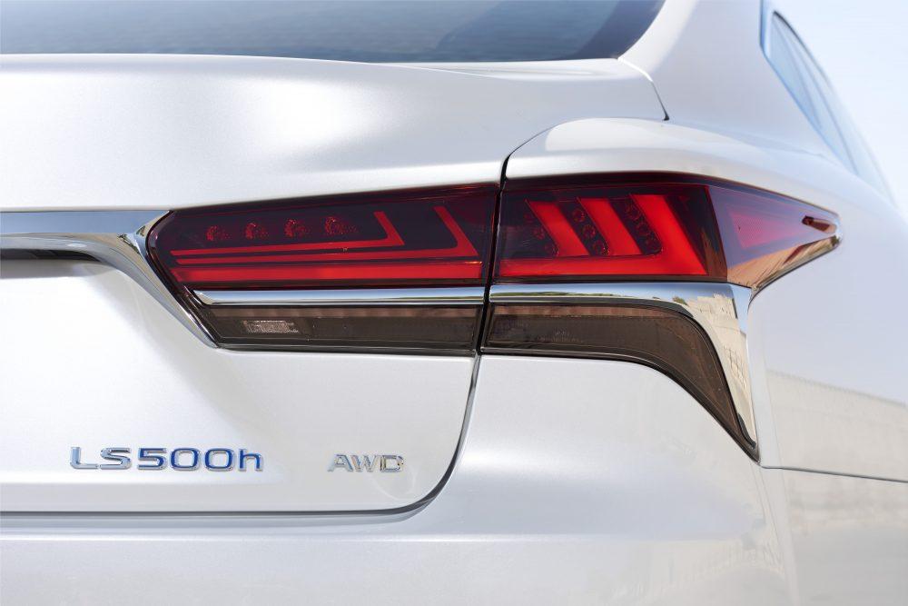 322_Lexus_LS500h_SonicWhite_details-1000x667.jpg