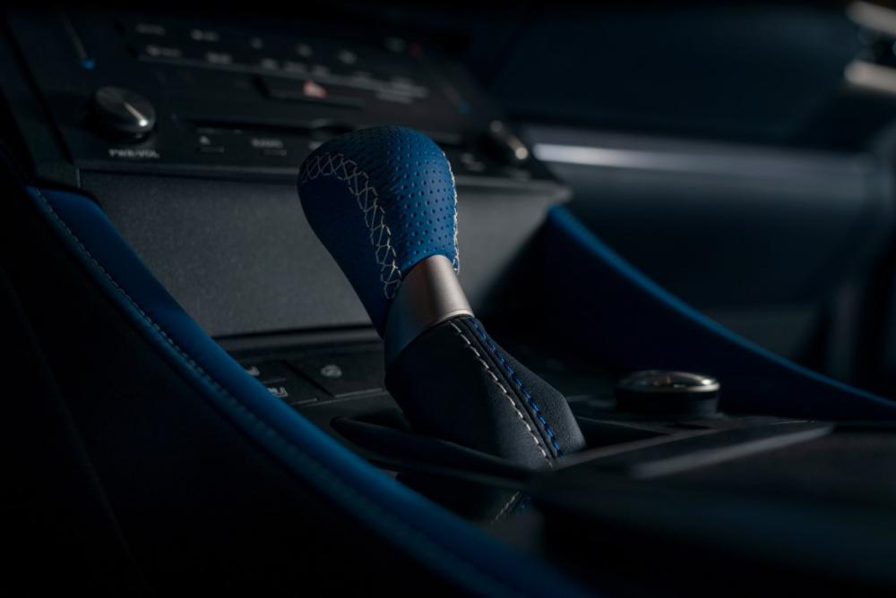 Lexus_RCF_SE-shift-knob (Medium).jpg